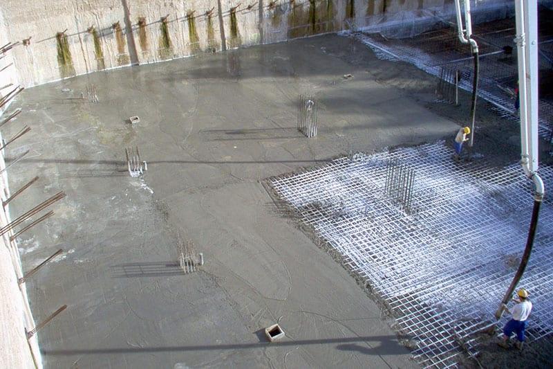 aplicación de mortero especial para impermeabilizar la cimentación