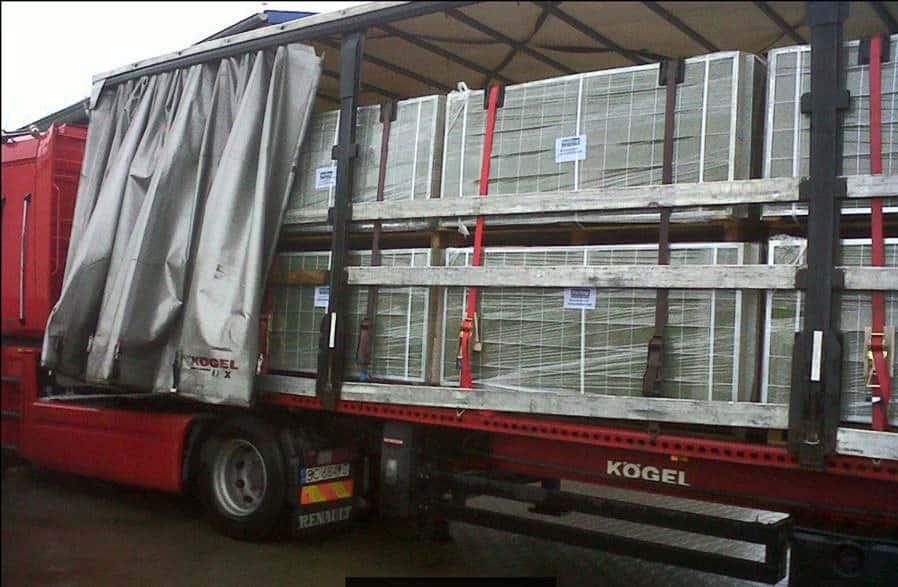 Transporte en camión de vallas acústicas