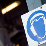 Señal de uso de protección frente al ruido industrial