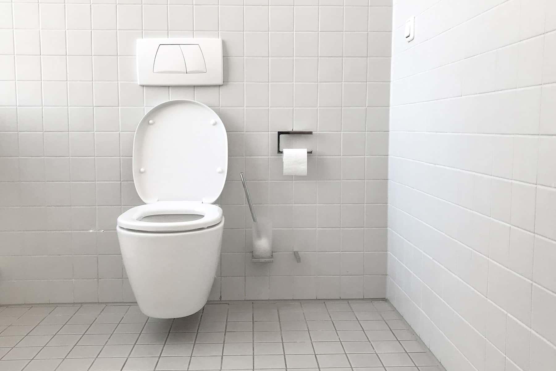 Ahorro de agua en baños e inodoros