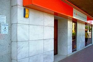 eliminación de graffiti en fachada de mármol