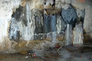 muro con graves problemas de humedad