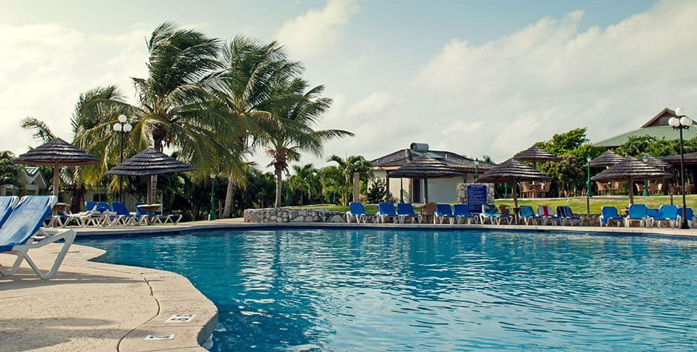 Reparación de piscina en hotel vacacional
